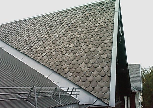 Illustrasjonsbilde av hus med grå takstein.
